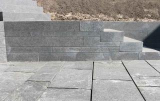 Terrasse und Treppenstufen aus Basalt
