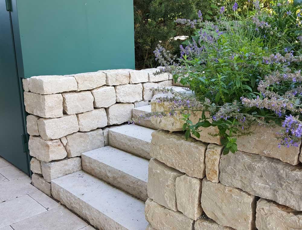 Stutzmauer Aus Naturstein Fur Haus Und Garten Von Galabau Stolz